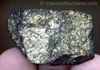 Моихукит, Пиротиновая руда  Click to see full-size image