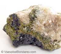 Скаполит, Алюмосиликат натрия и кальция  Click to see full-size image